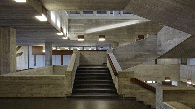 Treppenhaus im Hauptgebaeude der Universitaet St.Gallen (HSG)
